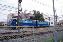 2車体連結電気機関車